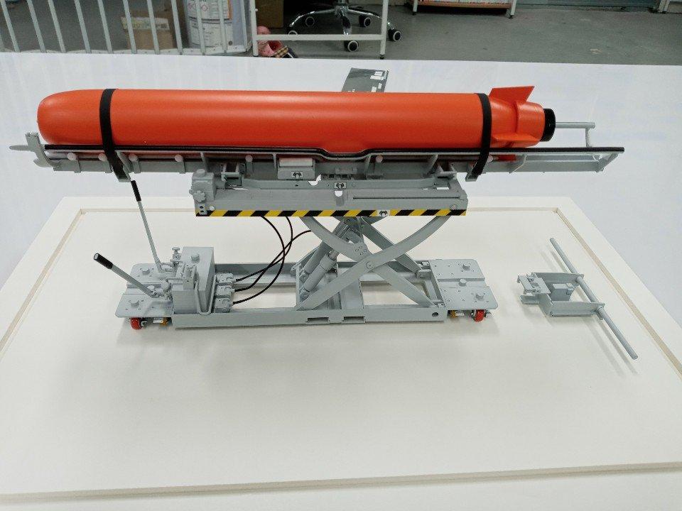 어뢰 거치대 모형 02